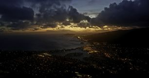 Por do sol sobre a cidade de Havaí foto de stock royalty free