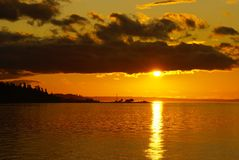 Por do sol sobre consoles de San Juan, Washington imagem de stock