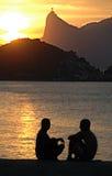 Por do sol sobre Corcovado em Rio de Janiero, visto de Niteroi Imagens de Stock Royalty Free