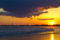 Por do sol sobre a costa de Cape May New-jersey fotografia de stock royalty free