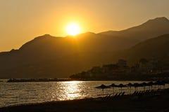Por do sol sobre a costa do Cretan Foto de Stock Royalty Free