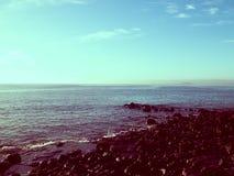 Por do sol sobre a costa em Lanzarote, ilhas canarinas fotos de stock