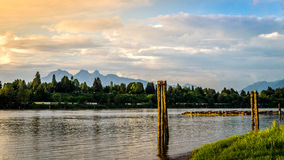 Por do sol sobre Fraser River perto do forte Langley Foto de Stock Royalty Free