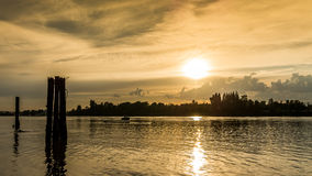 Por do sol sobre Fraser River perto do forte Langley Fotografia de Stock Royalty Free