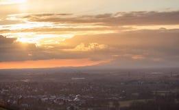 Por do sol sobre Freiburg, Alemanha Imagem de Stock