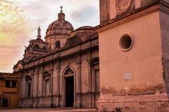 Por do sol sobre a igreja em Granada, Nicarágua Imagens de Stock