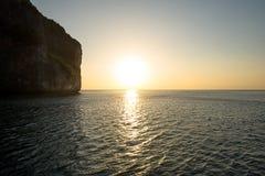 Por do sol sobre a ilha Foto de Stock Royalty Free
