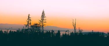 Por do sol sobre a ilha de Whidbey imagens de stock