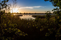 Por do sol sobre a lagoa Imagens de Stock Royalty Free