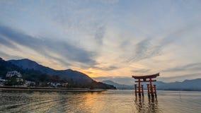 Por do sol sobre Miyajima imagens de stock royalty free