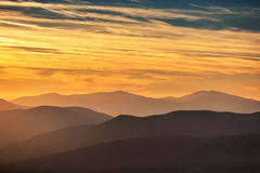 Por do sol sobre a montanha foto de stock royalty free