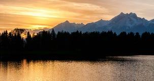 Por do sol sobre montanhas altas de Tatras, Eslováquia Fotografia de Stock