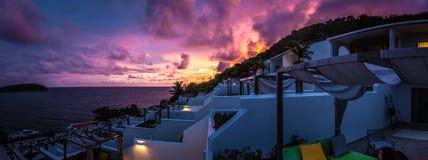 Por do sol sobre Nai Harn Resort - o Phuket Imagem de Stock Royalty Free