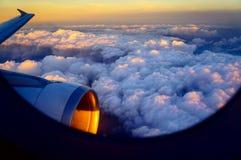Por do sol sobre nuvens Imagem de Stock