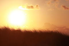 Por do sol sobre o campo Foto de Stock Royalty Free