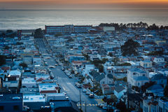 Por do sol sobre o distrito do por do sol de Hawk Hill Park, em San Fran Imagens de Stock Royalty Free