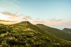 Por do sol sobre o fã da pena Y, cordilheira, Gales Reino Unido Fotos de Stock