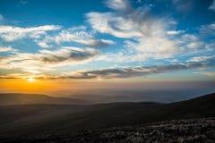 Por do sol sobre o fã da pena Y, cordilheira, Gales Reino Unido Imagens de Stock