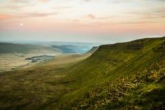Por do sol sobre o fã da pena Y, cordilheira, Gales Reino Unido Fotografia de Stock