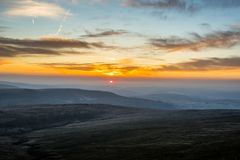 Por do sol sobre o fã da pena Y, cordilheira, Gales Reino Unido Fotos de Stock Royalty Free