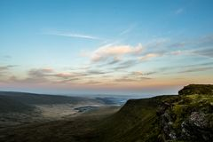 Por do sol sobre o fã da pena Y, cordilheira, Gales Reino Unido Imagem de Stock Royalty Free