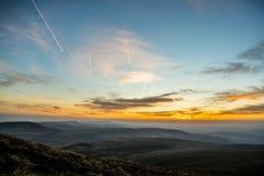 Por do sol sobre o fã da pena Y, cordilheira, Gales Reino Unido Foto de Stock Royalty Free