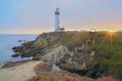 Por do sol sobre o farol do ponto do pombo, Pescadero, Califórnia, EUA imagens de stock royalty free