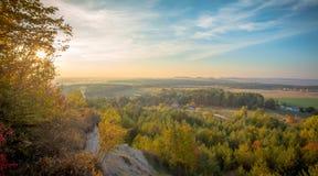 Por do sol sobre o horizonte Imagens de Stock