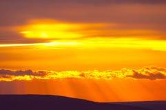 Por do sol sobre o horizonte Fotografia de Stock Royalty Free