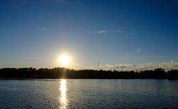 por do sol sobre o horizonte Imagem de Stock
