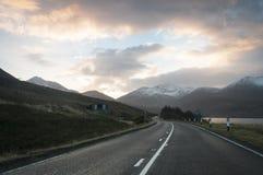 Por do sol sobre o A87, ilha de Skye Imagem de Stock Royalty Free