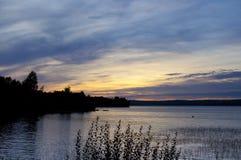 Por do sol sobre o lago Foto de Stock