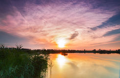 Por do sol sobre o lago Foto de Stock Royalty Free