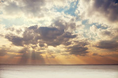 Por do sol sobre o lago congelado Foto de Stock Royalty Free