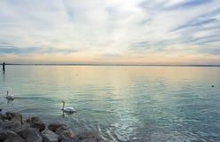 Por do sol sobre o lago Garda Foto de Stock Royalty Free