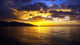 Por do sol sobre o lago Issyk-Kul Imagens de Stock Royalty Free