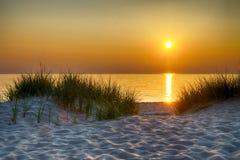 Por do sol sobre o lago Michigan Imagens de Stock Royalty Free