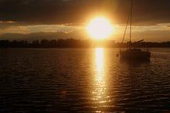 Por do sol sobre o lago Powidz no Polônia Fotos de Stock Royalty Free