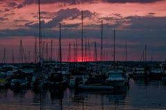 Por do sol sobre o mar Imagem de Stock