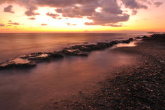 Por do sol sobre o mar Foto de Stock