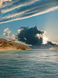 Por do sol sobre o mar. Fotos de Stock