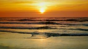 Por do sol sobre o mar vídeos de arquivo