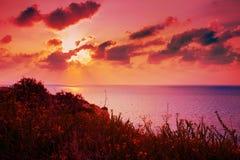 Por do sol sobre o mar Foto de Stock Royalty Free