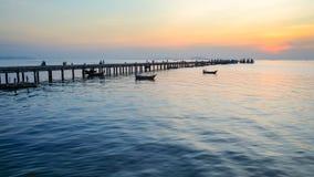 Por do sol sobre o mar Imagens de Stock