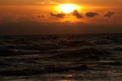 Por do sol sobre o mar Báltico Imagens de Stock