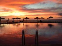 Por do sol sobre o mar e a associação Tenerife imagens de stock