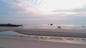 Por do sol sobre o mar tiro Vista panorâmica aérea do por do sol sobre o oceano vídeos de arquivo