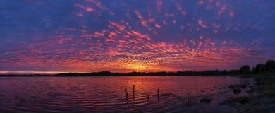 Por do sol sobre o molhe do porto de Poole fotografia de stock royalty free
