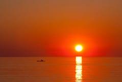 Por do sol sobre o oceano Imagens de Stock Royalty Free