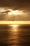 Por do sol sobre o oceano Imagem de Stock